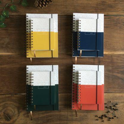 Les agendas 2021 existent en 4 couleurs et 2 formats